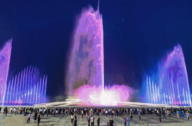 苏州湾又成了市民晚间纳凉的胜地,   苏州湾阅湖台音乐喷泉,位于东图片